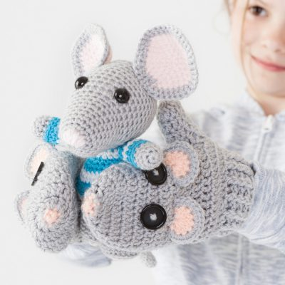 Amigurumi mouse gloves