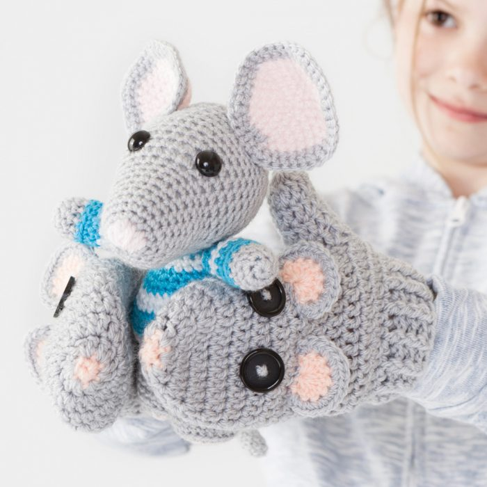 Amigurumi mouse gloves