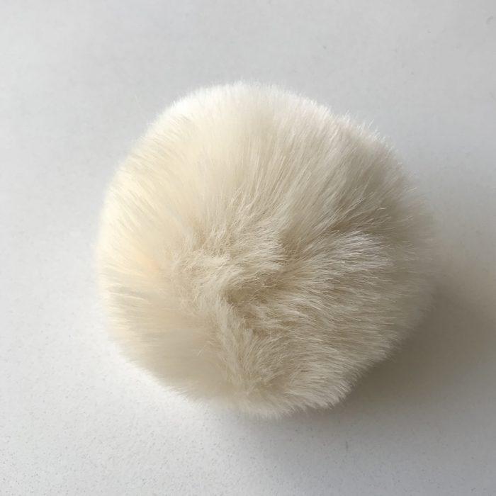Pompom fauxfur ivoor
